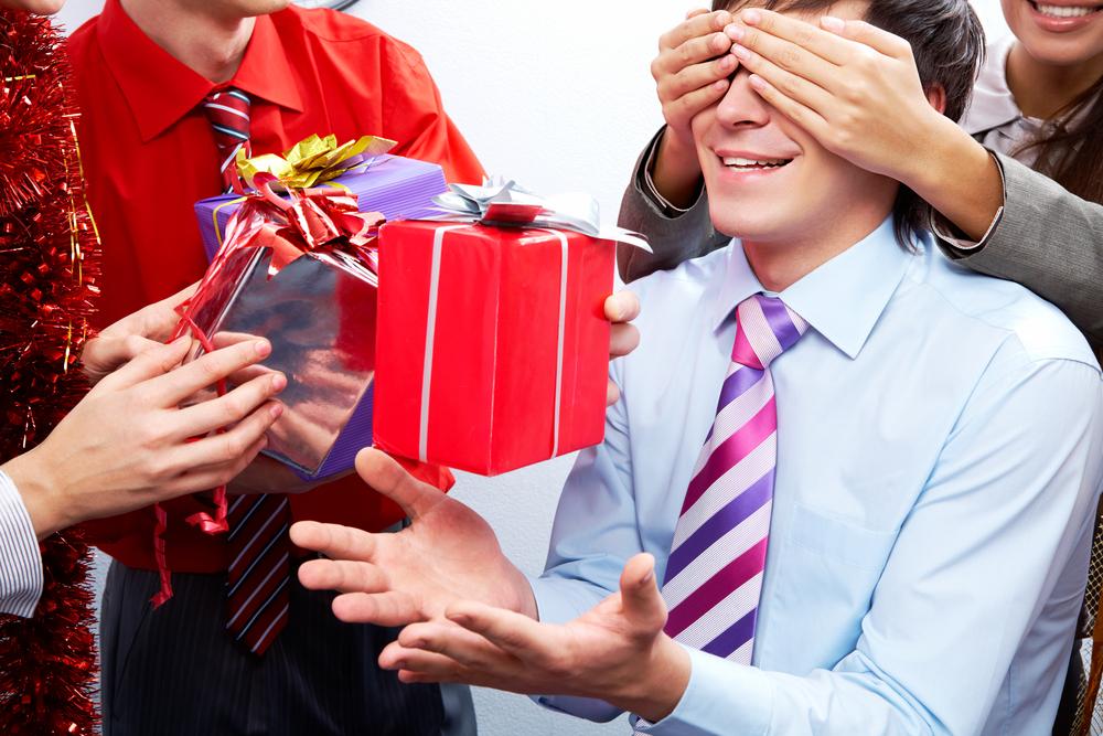 Super Come organizzare una festa a sorpresa Dal compleanno al addio celibato ES03