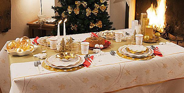 Come decorare la tavola delle feste di natale hiphipurr - Addobbi natalizi sulla tavola ...