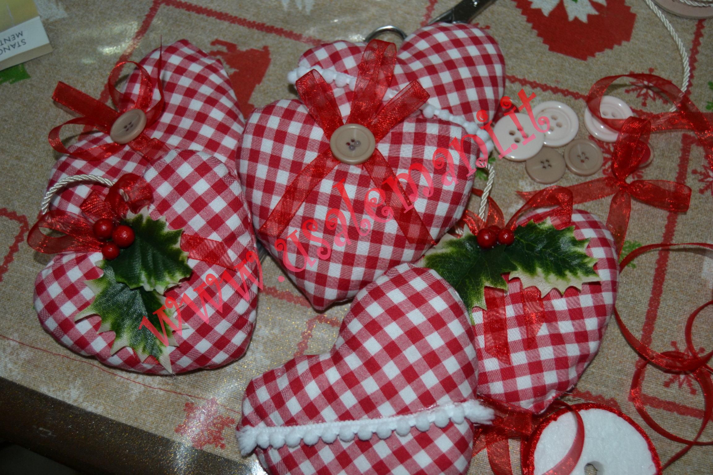 Come creare una decorazione natalizia in stoffa